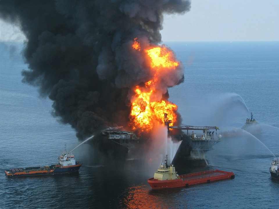 oil-rig-explosion-618704_960_720